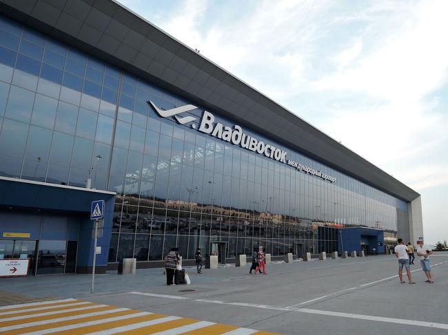 JALのマイルの期限が切れそうだったので、特典航空券(ディスカウントキャンペーンで往復22,000マイルが11,000マイル)で極東ロシアのウラジオストクへ行ってきました。<br />二泊三日の駆け足旅行でしたが、街歩き・食事共に楽しむことができました。<br />  航空券:特典航空券(11,000マイル)<br />  空港利用料:4,210円<br />  ビザ取得代行:7,500円<br />  ホテル:11,238円(2泊分)<br />この位の費用で行けるなら大満足です。<br /><br />まずは1日目(出発〜夕食)。<br /><br />↓↓↓ブログはこちら↓↓↓<br />http://blog.livedoor.jp/uki2waku2sotoasobi/archives/7480010.html<br />