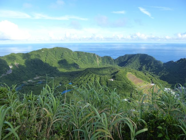 今年も絶海の孤島『青ヶ島』へ。<br />青ヶ島へは、ヘリで上陸。2泊3日で、島の各所を巡りました。<br />青ヶ島は、限られた人しか上陸できない絶海の孤島。<br />見るものすべてが貴重なものばかり。<br />火山と海が作り出すダイナミックな地形と、島の穏やかな風土を今年も感じることができました。<br />帰りは、予定のヘリが急遽欠航…運よくその日はあおがしま丸が運行され、何とか八丈島まで戻ることができましたが、帰りの飛行機には乗れず…<br />余分に1泊、八丈でも過ごすことができました。