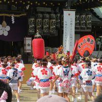 大阪の夏祭り「天神祭り・ギャル神輿」のお通りだよ。