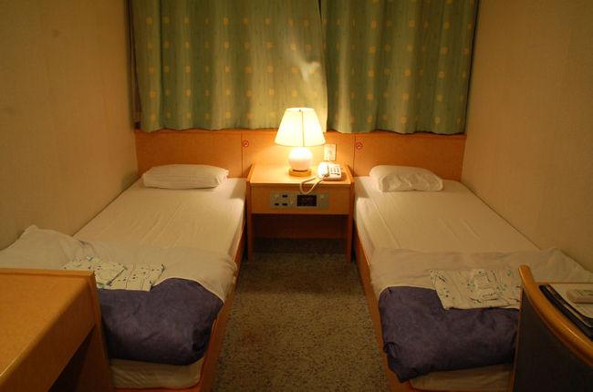 今回の北海道旅行は、舞鶴~小樽まで、新日本海フェリーを利用しました。個室を予約していたのですが、ほとんど揺れもなく、まるでホテルのような心地よさでした。また、船内の設備も充実していましたので、ご紹介したいと思います。<br /><br />なお、このアルバムは、ガンまる日記:舞鶴~小樽の快適な船の旅[http://marumi.tea-nifty.com/gammaru/2016/08/post-b9d4.html]<br />とリンクしています。詳細については、そちらをご覧くだされば幸いです。