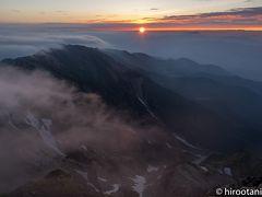 白馬岳登山 大雪渓と高山植物