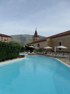 夏の優雅な南イタリア周遊旅行♪ Vol209(第12日) ☆Maratea:マラテーアのホテル「La Locanda Della Donna Monache」 朝のプール庭園で優雅に楽しむ♪