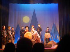 ハノイ、ホアンキエム湖近く、Hang Bac通り。 Golden Bell Show ミュージカル観劇。感激。