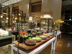 社員旅行でシンガポールへ (3) 5つ星ホテルで豪華朝食バイキング・・・