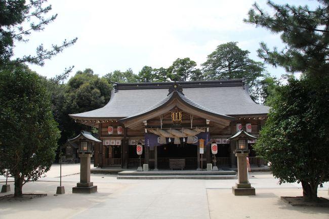 松江水郷祭の湖上花火がとてもきれいという噂を聞いたので、夏休みを利用して、また松江にやってきました。<br />花火の前に、春休みの宿題(?)の残り、出雲國神仏霊場めぐりをコンプリートさせるべく、まずは第十三番~第十六番を巡りました。<br />いやぁ、暑くて4つ回るのが精いっぱいでした。<br /><br />第十三番 平濱八幡宮武内神社<br /><br />第十四番 八重垣神社<br /><br />第十五番 熊野大社<br /><br />第十六番 須我神社<br /><br />