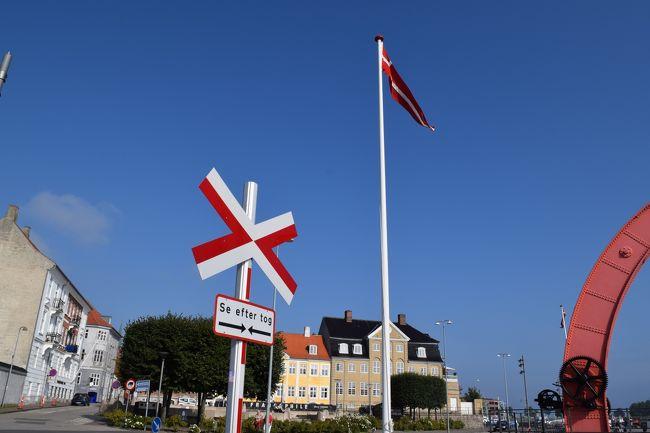 8歳9カ月の娘、6歳2カ月の息子を連れてのスカンジナビアへの旅。<br /><br />今年はスウェーデン・ストックホルム、デンマーク・コペンハーゲンを訪れました。<br /><br />去年初めて訪れた北欧。見るものすべてが新鮮な感動を受けましたが、また<br /><br />どうしても北欧を訪れたくなり、今年は初めてのスウェーデン・ストックホルムを<br /><br />中心に、子供達も大好きになったデンマーク・コペンハーゲンも再訪。<br /><br />いろんな発見あり、たくさんの感動ありでとっても楽しい旅になり、<br /><br />ますます北欧が大好きになりました。<br /><br />こちらは次に訪れたデンマーク・コペンハーゲンの旅行記となります。<br /><br /><br />前編の子連れでスカンジナビア 2016 スウェーデン・ストックホルム編はこちら <br /><br />http://4travel.jp/travelogue/11163056<br />