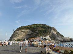 夏の優雅な南イタリア周遊旅行♪ Vol277(第15日) ☆Isola d'Ischia/S.Angelo:黄昏のサンタンジェロ ビーチを眺めて♪