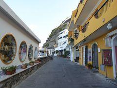 夏の優雅な南イタリア周遊旅行♪ Vol281(第16日) ☆Isola d'Ischia/S.Angelo:ホテルから朝のサンタンジェロを眺めながらタクシー乗り場へ歩く♪