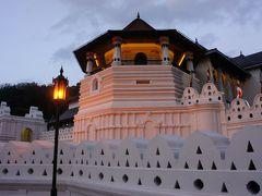 キャンディのアールズリージェンシーに泊まり、ダンプッラと仏歯寺を見学