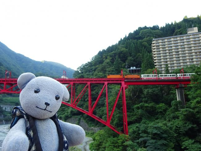2月に境港に行って、第2弾が富山にできると聞いていたドーミーインの和風ブランド野乃。<br />以前から旦那が富山に行きたいと言ってたのをこれ幸いに、旅行決行。<br />出発前に発生した台風12号におびえつつも、しっかり楽しんだのでした。<br /><br />初日<br />新山口駅→新高岡駅 レンタカー 高岡・氷見観光 → 黒部宇奈月温泉駅 → 新黒部駅 → 宇奈月温泉駅 グリーンホテル喜泉 泊<br /><br />2日目<br />早朝お散歩 トロッコ列車宇奈月温泉駅 → 欅平駅 → 宇奈月温泉駅 → 地鉄宇奈月温泉駅 → 新黒部駅〜黒部宇奈月温泉駅 → 富山駅 → 大手モール前 劔の湯 富山 御宿野乃 泊<br /><br />3日目<br />野乃 → ますのすしミュージアム → 富山空港 → 環水公園 → 野乃 見学 → 富山駅 → 新山口駅