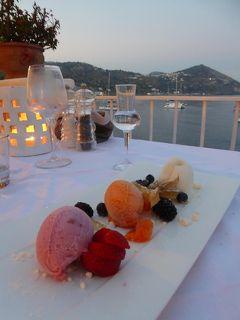 夏の優雅な南イタリア周遊旅行♪ Vol314(第16日) ☆Isola d'Ischia/S.Angelo:「Hotel Miramare Sea Resort」レストラン 夏を告げる花火♪