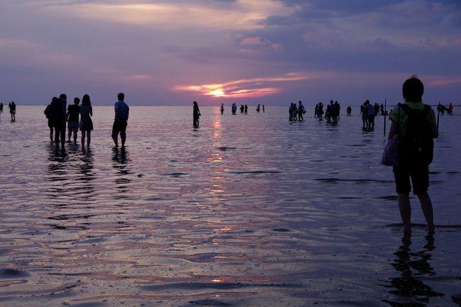南米のウユニ塩湖へは行けそうにないので、台湾のウユニ塩湖へ行ってきました。<br /><br />本来なら台中で1泊しないと個人で日帰りで行くのは難しいところでしたが、FB友の案内で素晴らしい景色を見ることができました。