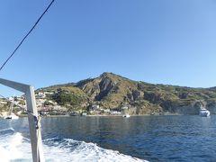 夏の優雅な南イタリア周遊旅行♪ Vol336(第18日) ☆Isola d'Ischia→Isola d'Capri:カプリ島へ優雅なクルーズ♪ イスキア島南側の素晴らしい断崖を眺めて♪