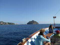 夏の優雅な南イタリア周遊旅行♪ Vol337(第18日) ☆Isola d'Ischia→Isola d'Capri:カプリ島へ優雅なクルーズ♪ 心が躍るアラゴン城を眺めて♪
