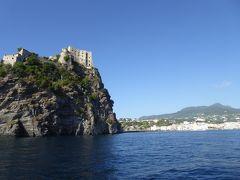 夏の優雅な南イタリア周遊旅行♪ Vol338(第18日) ☆Isola d'Ischia→Isola d'Capri:カプリ島へ優雅なクルーズ♪ アラゴン城と美しいイスキアポンテを眺めて♪