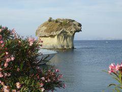 夏の優雅な南イタリア周遊旅行♪ Vol367(第19日) ☆Isola d'Ischia/Lacco Ameno:黄昏のラッコ・アメーノ♪ふ頭からキノコ岩と街並みを眺めて♪