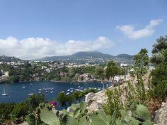 夏の優雅な南イタリア周遊旅行♪ Vol382(第20日) ☆Isola d'Ischia/Ischia Ponte:アラゴン城を優雅に鑑賞♪咲き乱れる花と緑濃いイスキア島を眺めて♪
