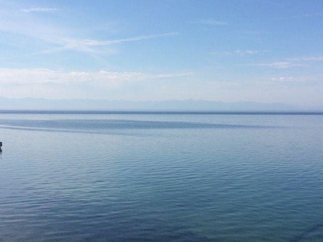 イルクーツクから公共交通機関を使った日帰り一人旅です。バイカル湖は圧倒的なスケールでした。
