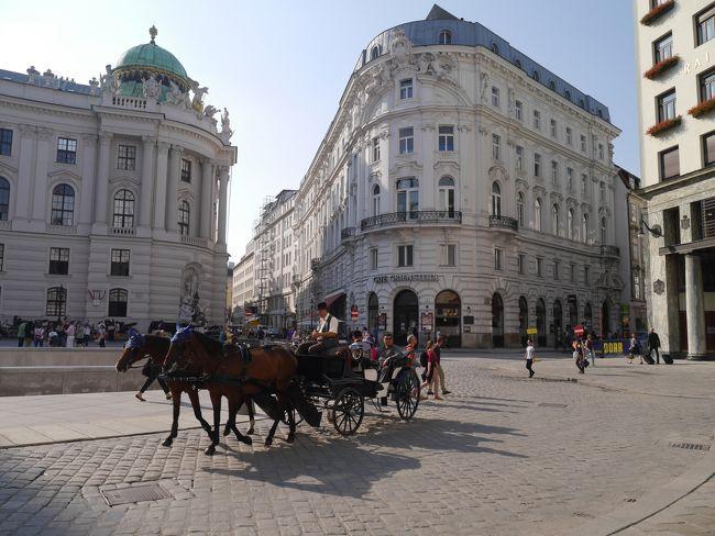 ちょっと遅い夏休み。(?日目)<br /><br />憧れのブダペスト・ウィーン・プラハへ。<br /><br />今回はフリータイム少な目の添乗員付きツアーに参加で、盛りだくさんの6泊8日間。<br />毎日歩きまくりで、観光・グルメ・ショッピングを満喫しました。<br /><br />3ヶ国とも通貨が違います。<br />ハンガリー:1フォリント=約0.4円<br />オーストリア:1ユーロ=約118円<br />チェコ:1コルナ=約4.5円<br />(2016年9月のレート)