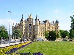 ドイツの春・北方二州を巡る:15七つの湖の町と称される古都シュヴェリーン、メクレンブルク地方の典型的な風景の中にある古城ホテル ヴェンドルフ城