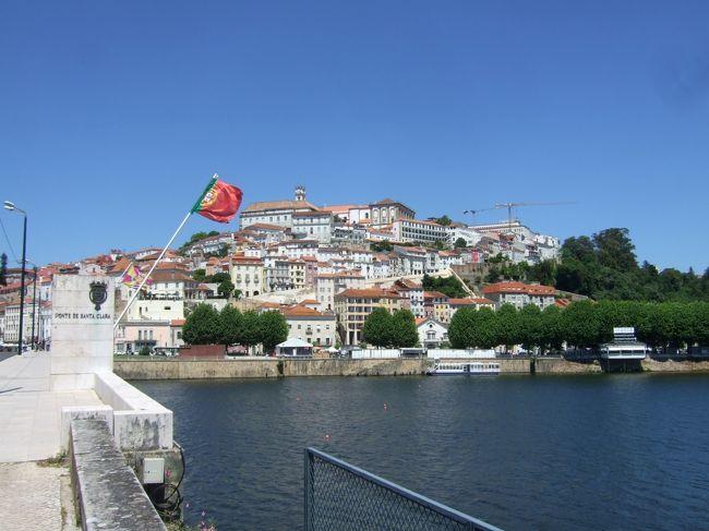 ポルトガル縦断ドライブ旅行で、ポルトから南下し、アヴェイロに立ち寄ったあと、コインブラを訪問、1泊した。<br />ここは、1290年にコインブラ大学が設立されたことによって、ポルトガルの文化的中心地に発展した。<br />コインブラ大学はヨーロッパで最も古い大学のひとつで、ユネスコの世界遺産。<br />コインブラ大学ジョアニナ図書館が観光名所だが、撮影禁止で画像なし。<br />橋を渡った対岸に無料駐車場(空き地)あり、ここから大学まで急坂を登ったが、結構厳しい。<br /><br />詳細は→Kenの我楽多館 旅行館書庫(ポルトガル編)<br />http://ken.image.coocan.jp/sub322.html<br />