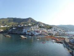 夏の優雅な南イタリア周遊旅行♪ Vol397(第21日) ☆Isola d'Ischia/S.Angelo:島から朝のサンタンジェロを眺めて♪