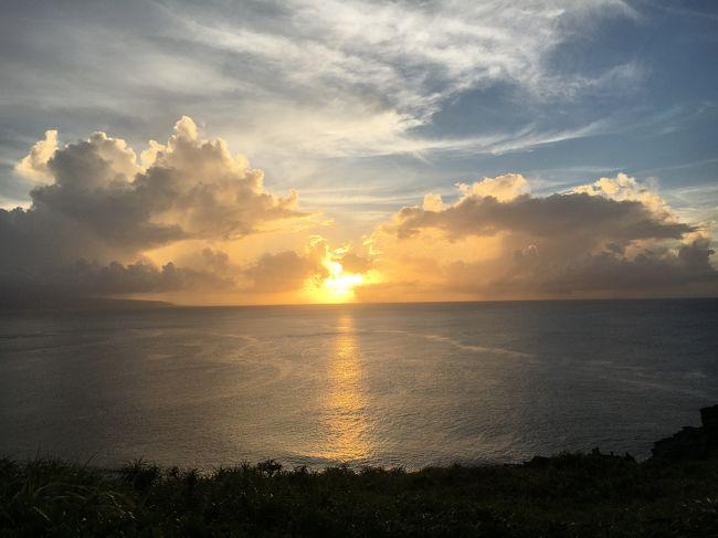 夏休みとシルバーウィークの間の空いていそうなタイミングで石垣島・竹富島を回ってきました。<br />台風14号と16号に挟まれる形になったので、台風の時期に旅行に行く方の参考になるかも知れません・・