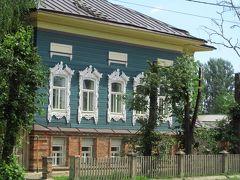 2016年ロシア黄金の環めぐりの旅【第2日目:ロストフ・ヴェリーキー】(1)駅前からクレムリンまで、伝統的家屋のある地方都市の街並み