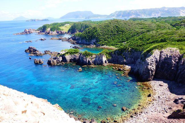 近年、私の中で沸々と燃え上がっている伊豆七島制覇の旅。<br /><br />伊豆七島とは、大島、利島、新島、神津島、三宅島、御蔵島、八丈島の七島ですが<br />実際、有人の島は青ヶ島や式根島もあります。<br />もうこうなった伊豆七島に限らず、<br />伊豆諸島の島々を巡ってしまおう!と思い<br />毎年少しずつ上陸を楽しんでいます。<br /><br />現在小笠原諸島を含め、八丈島、神津島、大島を訪れてきました。<br />どの島もとても魅力的な島でまた行きたい島です。<br /><br />そして今回は新たに式根島&新島に行ってきました。<br />テーマはシュノーケルと温泉三昧、時々島寿司堪能でございます。<br />ぜひお楽しみください☆<br />