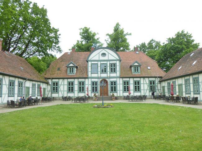 ドイツの春・北方二州を巡る:16木組み建築風フリードリヒスモール離宮と華やかな夏の宮殿ルートヴィヒスルスト離宮