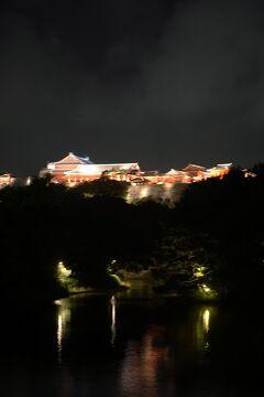 台風16号と17号の狭間を旅した沖縄4日間(7)首里城の見学でツアーは終わり、「四つ竹」で琉球舞踊を鑑賞し獅子に頭を噛まれる。