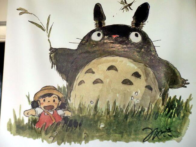 東京と埼玉にまたがる狭山丘陵は、アニメ映画『となりのトトロ』の舞台のモデルの一つになった場所として知られています。<br />首都圏に残された緑の孤島と言われる狭山丘陵には、武蔵野の里山の美しい景色が残っており、ゆるやかな丘と谷が続く里山には、オオタカやタヌキなどの動物が住み、四季折々の植物も楽しめます。<br />狭山丘陵のこのような自然環境と文化財を守るために、全国から寄せられた寄付をもとに、所沢を中心に用地取得された一帯が「トトロの森」です。<br />今回は、「トトロの森」に関係がある「クロスケの家」と「さいたま緑の森博物館」を訪れてみました。<br />写真は、「クロスケの家」の「蔵」の入り口にある案内幕の絵・・・「トトロ」と「メイ」を見ると、映画を思い出しますね。