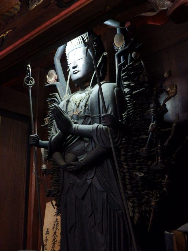 若狭湾に面した小浜市は、京の都に食材を運んだ「鯖街道」の出発地、そして奈良東大寺の「お水取り」の送り元の地として知られ、長く続いてきた都や大陸との交流の深さと相まって文化的な香りの高い所です。<br /><br />市内には180もの寺院があるそうで、至る所に端正な姿の仏様が祀られています。<br />そんな仏様を間近に拝める「みほとけの里 若狭の秘仏 文化財特別公開」が毎年秋に行われ、所用で小浜を訪れた機会にいくつかの古刹を巡って来ました。<br /><br />特別公開に関する福井県HP<br />http://www.pref.fukui.lg.jp/doc/bunshin/wakasa-hibutsu.html<br />