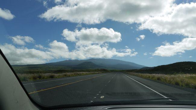 ハワイ島でぜひ走破してみたかったハワイ州道200号線。<br />「サドルロード」と呼ばれているこの道は、2013年に「ダニエル・K・イノウエ・ハイウェイ」に改名されました。<br />ワイコロアビレッジ方面とヒロを結ぶ横断道路で、マウナケア山麓ある約85キロの道のりです。<br />ハワイで買ったカーナビを活用してハワイ島ならではの雄大な景色をドライブしました。<br />ハワイで買ったカーナビはこちらです。<br />http://4travel.jp/travelogue/10797073<br /><br />コメントは少しずつUPしますので気長に見てください。
