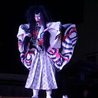 祝ユネスコ無形文化遺産登録 烏山の山あげ行事(一日目)〜組み立て式の大舞台をあちこち移動させては歌舞伎の上演。昼間の軽快な動きが夜の部では幻想的な雰囲気に一変するのも大きな魅力の一つでしょう〜