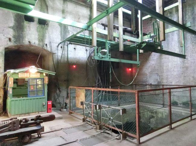 「三井三池炭鉱」は「福岡県大牟田市・みやま市及び熊本県荒尾市」に位置する「江戸時代」から採掘が行われ「1889年」に「三井財閥」に払下げられ「1997年3月30日」に閉山した「日本の近代化を支えてきた炭鉱」です。<br /><br />「三井三池炭鉱」は「2015年」に「明治日本の産業革命遺産 製鉄・製鋼、造船、石炭産業」として「世界遺産」に登録されています。<br /><br />写真は「三井石炭鉱業株式会社三池炭鉱万田坑施設」の「第二竪坑櫓」にある「人員の昇降などを主目的として作られた鋼製櫓」です。