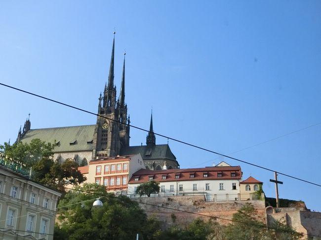 足早にスロバキアともお別れ。バスで2時間135kmを移動してチェコのブルノに到着、宿泊です。団体での観光はありません。夕食はツアーについているので、ホテルのレストランでみなさんと一緒にいただきます。明日の朝にはチェスキークルムロフへ向かうので、街歩きは、夕食前後と明日の朝しかありません。がんばって、あるきましょう。
