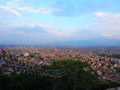 震災1年後のネパール(9) ネパール最古の寺院スワヤンブナートとカトマンドゥ市街の夕景