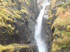 紅葉に包まれた滝(アビスコ・シルバーフォール)