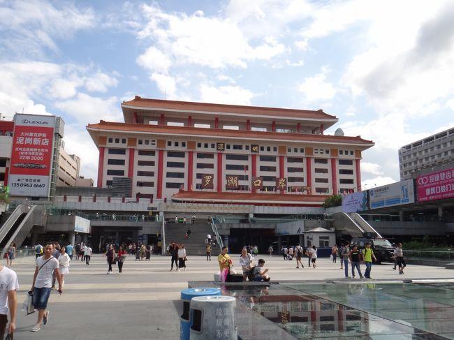 中国は10月1日から建国を祝う国慶節に入り、1週間の休暇に入る。<br />そしてこの時期にみんな旅行へ出かけるため、国内外を問わず観光地はどこも尋常ではない混雑に見舞われる。<br /><br />かといって武漢に閉じこもるのもつまらない。<br />どこへ行こうか考えていると、ふと2014年に香港で起きた「雨傘運動」が頭をよぎった。<br />一般の中国人が香港へ入境するにはパーミットが必要で、なおかつ反中運動が香港で起きていたことから、「香港に行く中国人は少なく、それほど混まないのではないか」と考えた。<br /><br />そこでこの「国慶節香港穴場説」を実証すべく、深セン経由で香港へと向かった。<br />その結果はいかに、、、<br /><br />1日目は、まず香港との境にある街「深セン」へ。<br />