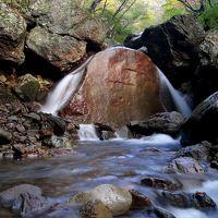 ◆行ってはいけない?色付き始めの三日月の滝