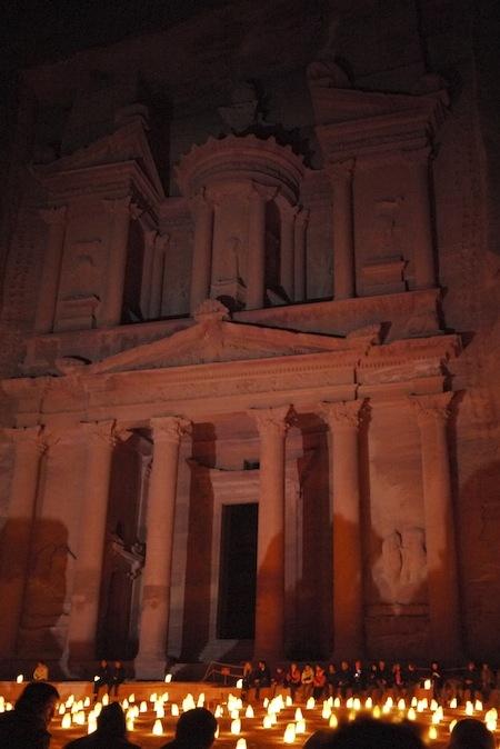 2012年12月29日から2013年1月6日。中東(ヨルダン・イスラエル・パレスチナ自治区)旅行に行きました。<br />訪問地アンマン、エルサレム、ベツレヘム、ペトラ、ワディラム、死海<br />詳しくは<br />https://channelcinema.com/wp/travel/category/2012middleeast/<br />にて公開しています