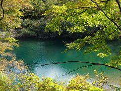 みちのくの古代巡りとちょい紅葉の旅(二日目)~角館武家屋敷の紅葉は人間の営みを感じる屋敷林だからこその美しさ。秋晴れの抱返り渓谷は、裏もみじの先に見える不思議な川の青さが見どころです~