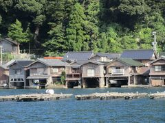 家の中に船の車庫がある伊根の舟屋と天橋立