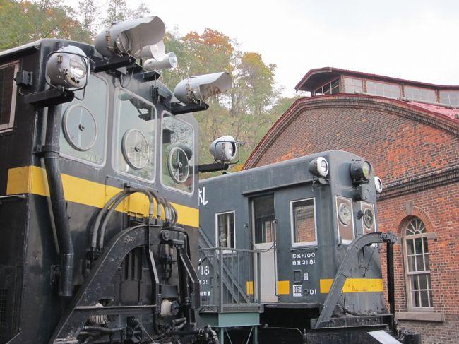 """手宮市場・鱗友市場を終えて、旧手宮線跡を辿って終着の旧手宮操車場跡地に在る「小樽市総合博物館」に来ました。<br /><br />ずっと来たかった道内では鉄っちゃんの聖地のようなところ~。個人的には当初からの""""北海道鉄道記念館""""の名称の方が好きですね!。<br />今では判らない様な名称がつけられてますけど?…、まぁそれは仕方が無いことですが、気を取り直して見学させていただきましょう。<br /><br />その後は一旦小樽駅まで戻って、築港・ウイングベイエリアに在る「新南樽市場」を目指します~。<br /><br />その後、夕方は運河沿いをぶらぶら歩いて、ホテルへ戻ります。<br /><br />夜は「花町エリア」へ出掛けて、嵐山通りの嵐山新地で一杯引っ掛けます。<br />お気に入りの店を梯子して、ほろ酔い気分で今日はおしまいです。<br /><br />明日は残す3軒~、妙見市場・入船市場・南樽市場をぶらぶら歩いて楽しんで来ます。<br />"""