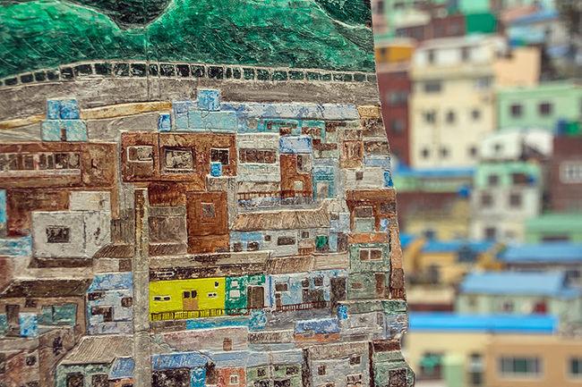 2016年10月1日(土)、韓国旅行最終日。<br /><br />この日は釜山に来たらぜひ行ってみたかった甘川洞文化村を散策。<br /><br />□ 2016年9月24日(土) 韓国旅行記2016①(博多から釜山編)<br />    http://4travel.jp/travelogue/11176982<br /><br />□ 2016年9月25日(日) 韓国旅行記2016②(シティツアーバス編)<br />    http://4travel.jp/travelogue/11177310<br /><br />□ 2016年9月26日(月) 韓国旅行記2016③(釜山からソウル移動編)<br />    http://4travel.jp/travelogue/11178054<br /><br />□ 2016年9月27日(火) 韓国旅行記2016④(板門店編)<br />    http://4travel.jp/travelogue/11179061<br /><br />□ 2016年9月28日(水) 韓国旅行記2016⑤(北村韓屋編)<br />    http://4travel.jp/travelogue/11181474<br /><br />□ 2016年9月28日(水) 韓国旅行記2016⑥(昌徳宮編)<br />    http://4travel.jp/travelogue/11181592<br /><br />□ 2016年9月29日(木) 韓国旅行記2016⑦(慶州仏国寺編)<br />    http://4travel.jp/travelogue/11183499<br /><br />□ 2016年9月29日(木) 韓国旅行記2016⑧(慶州石窟庵編)<br />    http://4travel.jp/travelogue/11183703<br /><br />□ 2016年9月30日(金) 韓国旅行記2016⑨(慶州古墳編)<br />    http://4travel.jp/travelogue/11184893<br /><br />□ 2016年9月30日(金) 韓国旅行記2016⑩(慶州から釜山移動編)<br />    http://4travel.jp/travelogue/11187454<br /><br />■ 2016年10月1日(土) 韓国旅行記2016⑪(甘川洞文化村編)<br />    http://4travel.jp/travelogue/11190082<br /><br />□ 2016年10月1日(土) 韓国旅行記2016⑫(釜山から博多編)<br />    http://4travel.jp/travelogue/11190127