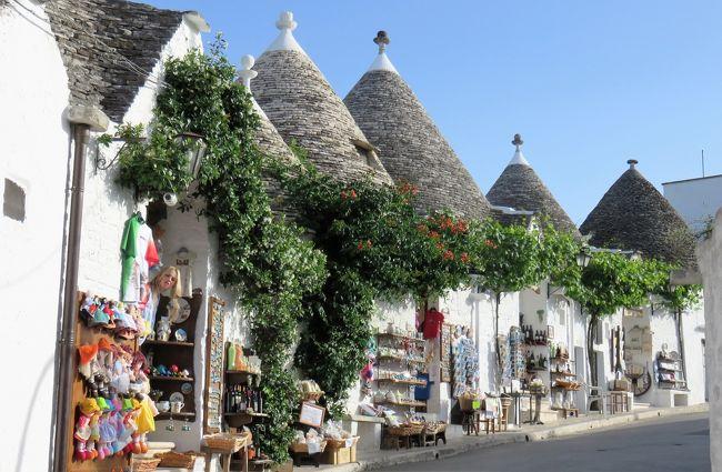 去年の夏に発イタリアでローマ→フィレンツェ→ベネツィア→ミラノを訪れイタリアの魅力にはまり今回は主人の姪と南イタリアへ行くことに決めた。<br /><br />行程はナポリ→アマルフィー→マテーラ→アルベロベッロ→ローマの8泊10日<br /><br />姪のホテル代は私が支払うので去年より宿泊代の予算は低め<br />もちろん節約のためマテーラやアルベロベッロへもチャーターは利用せず<br />4travelとRome2Rioを利用して個人で移動計画<br /><br />このRome2Rioかなり役立ちました。<br /><br />今後旅行計画する方はぜひAppでダウンロードしてみてください。<br /><br /><br />1日目 セントレア→羽田→パリ→ナポリ泊<br /><br />ナポリのホテル→Renaissance Naples Hotel Mediterraneo<br />ルネッサンス・ナポリ・メディティラネ<br />オhttp://www.marriott.co.jp/hotels/travel/napbr-renaissance-naples-hotel-mediterraneo<br /><br />http://4travel.jp/travelogue/11150570<br /><br />2日目 マリネッラ→スパッカナポリ(ソルビッロでナポリピッツァ)→プロチダ島&サンタルチア                              ナポリ泊<br /><br />http://4travel.jp/travelogue/11166294<br /><br />3日目  スパッカナポリ→サンテルモ城→ナポ<br />リ駅 アマルフィ移動<br /><br />ナポリ→サレルノ→アマルフィ  <br /><br />http://4travel.jp/travelogue/11172111    アマルフィ泊<br /><br />4日目 アマルフィ→カプリ島へ <br />                                    アマルフィ泊<br />http://4travel.jp/travelogue/11172949<br /><br />5日目 アマルフィ→ポジターノ(午前中)<br /><br />http://4travel.jp/travelogue/11174859<br /><br />アマルフィ→ラヴェッロ(午後)          アマルフィ泊  <br /><br />宿泊先 hotel Florindina<br /><br />http://www.hotelfloridiana.it/<br /><br />6日目 アマルフィ散策→マテーラへ移動<br /><br />宿泊先 l&#39;hotel in Pietra<br /><br /> http://www.hotelinpietra.it/<br />                         マテーラ泊<br /><br />7日目 マテーラ散策→アルベロベッロへ移動<br /><br />宿泊先 Tipico Resort<br /><br />http://www.tipicoresort.it/<br />                                                 アルベロベッロ泊<br /><br />