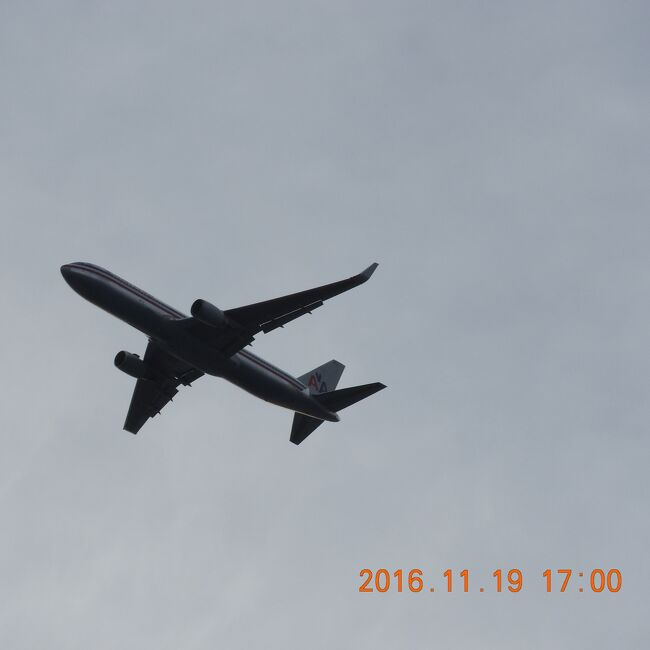 Oahu Marriott&#39;s Ko Olina Beach Club 2016年11月19日~20日   ニコン60倍 No.5<br /><br />旧ホノルル空港(現ダニエル・K・イノウエ国際空港)<br />行きは貿易風に向かい、速度をおとしてゆきますから、着陸前に眼下のラグーンを見た人も多いかと思います。<br />(ホノルル空港=現ダニエル・K・イノウエ国際空港)