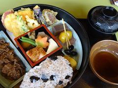 丹波篠山の紅葉狩り(4) 味の郷土館で昼食。