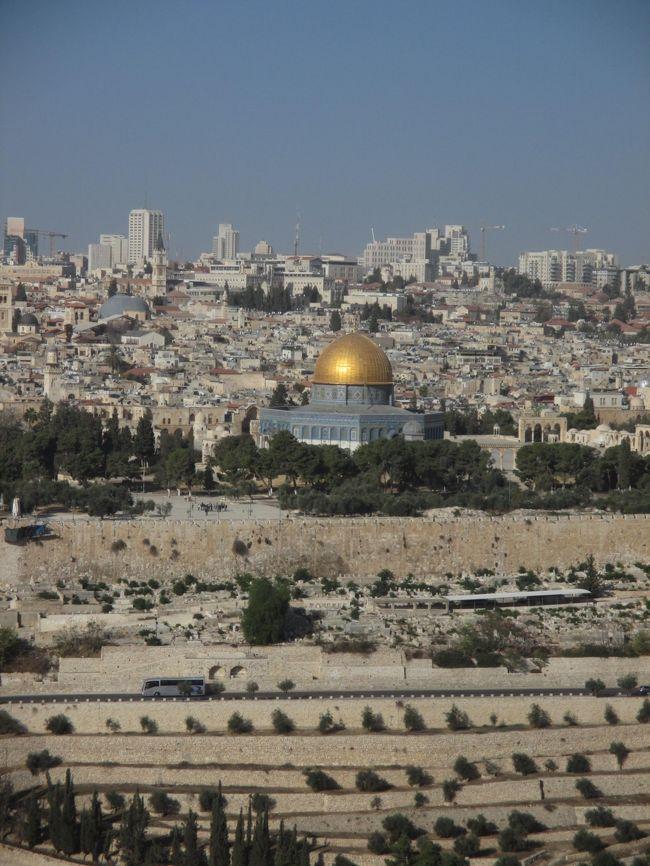 エルサレムはユダヤ教、キリスト教、イスラム教を理解するのに最適の場所でした<br /><br />ユダヤ教の1番の聖地、嘆きの壁、キリスト教の1番の聖地、聖墳墓教会、イスラム教の3番の聖地、岩のドームが歩ける距離に隣り合っています<br /><br />ユダヤ人のイスラエルもアラブ人のパレスチナも、聖地があるエルサレムを所有したいから、争う 難しい問題です<br /><br /><br /><br /><br />